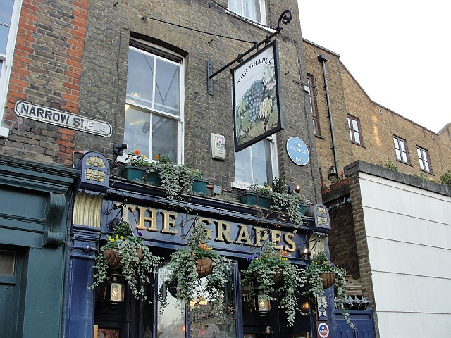 Starting point: The Grapes in the docklands / photo by Rachel H