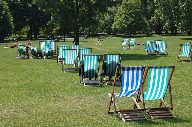 Green deck chairs in Green Park, by D1v1d on Flickr.