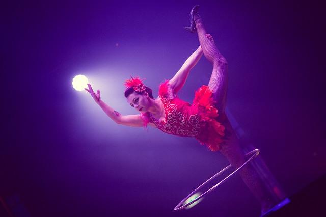 Jess Love, comedic hula-hooper. Photo by Jason Moon.