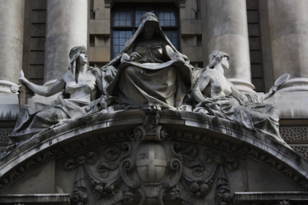Old Bailey statues