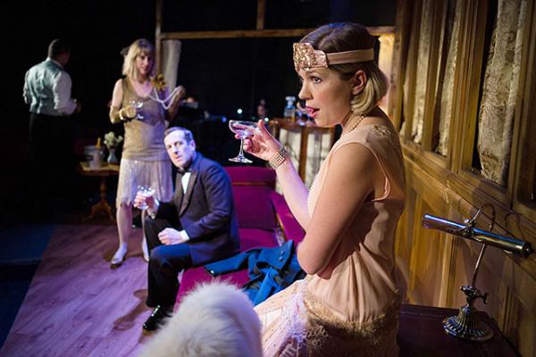 OperaUpClose in La Traviata