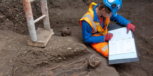 14th-Century Plague Pit Found During Crossrail Dig